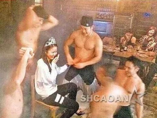 Lâm Tâm Như bị lộ loạt ảnh tạo dáng sexy với vũ công nam thoát y