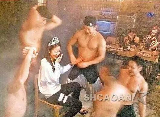 Lâm Tâm Như bị lộ loạt ảnh tạo dáng sexy với vũ công nam thoát y-2