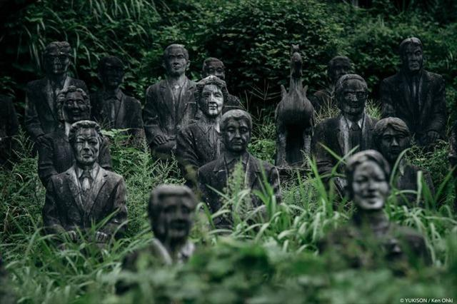 Lạnh gáy đi trong khu vườn với hàng trăm bức tượng bị bỏ hoang-2