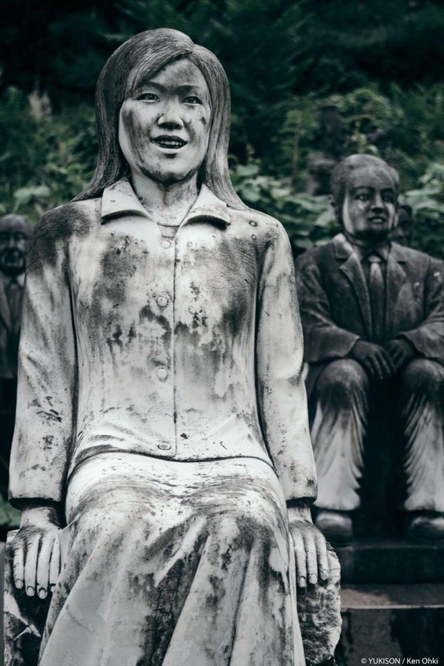Lạnh gáy đi trong khu vườn với hàng trăm bức tượng bị bỏ hoang-8