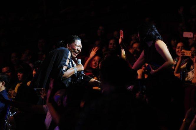 Dân mạng đào mộ màn trình diễn liên khúc kinh điển của Boney M-1