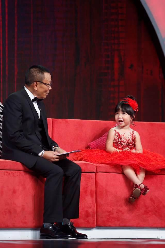 Clip con gái và bố trổ tài diễn sâu khiến ai cũng mong có một tiểu công chúa-2