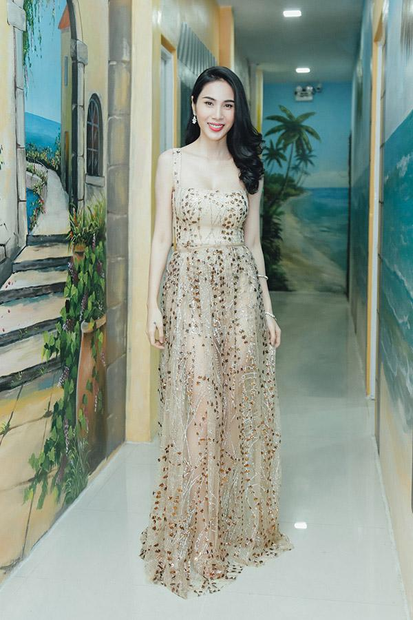 Dàn Hoa hậu - Á hậu thi nhau chiếm spotlight sao mặc đẹp trên thảm đỏ tuần này-7