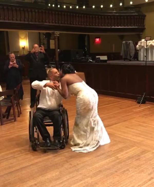 Xúc động cảnh người cha bị liệt 10 năm vẫn khiêu vũ cùng con gái trong ngày cưới-1