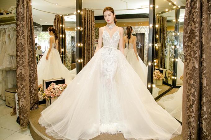 Dàn Hoa hậu - Á hậu thi nhau chiếm spotlight sao mặc đẹp trên thảm đỏ tuần này-10