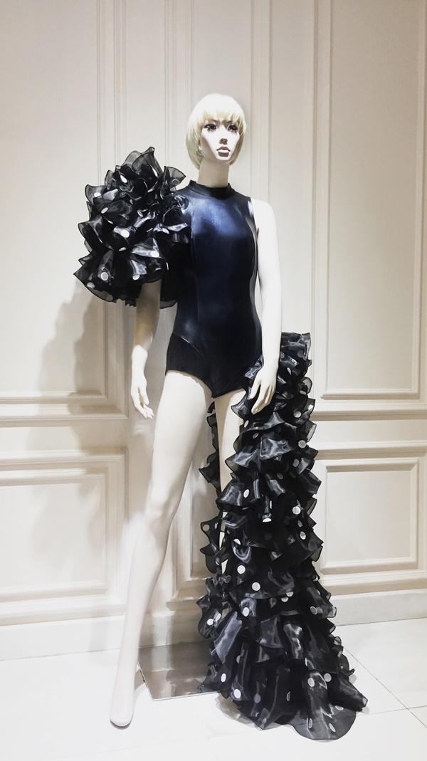 Chọn trang phục của NTK Công Trí trong liveshow, Katy Perry gây shock làng thời trang Việt-5
