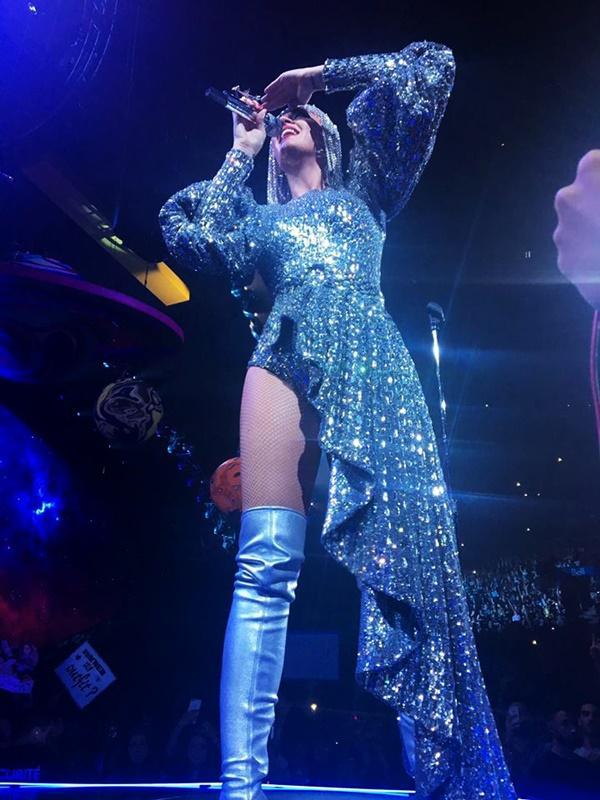 Chọn trang phục của NTK Công Trí trong liveshow, Katy Perry gây shock làng thời trang Việt-7