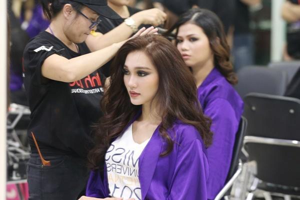 Đã tìm được 10 nhan sắc đầu tiên lọt vào bán kết Hoa hậu Hoàn vũ Việt Nam 2017-6