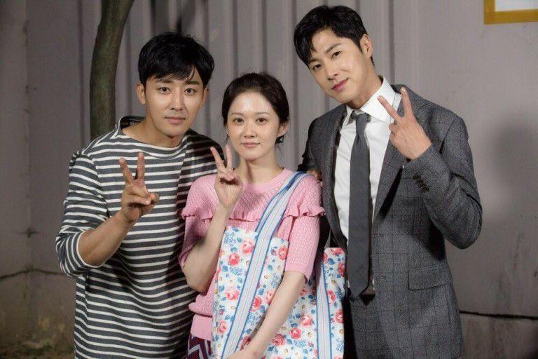 Sao Hàn 21/9: Song Joong Ki đi đánh golf giảm căng thẳng trước khi trở thành chú rể-9