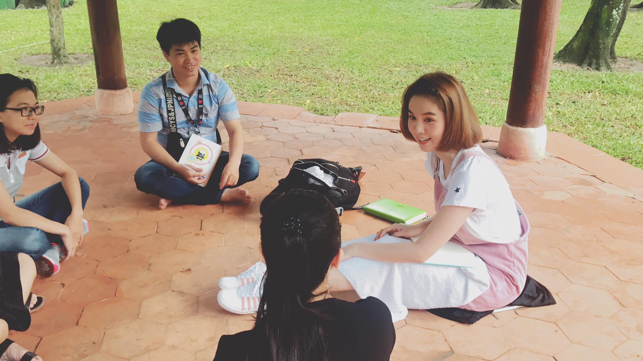 Tin sao Việt 21/9: Phạm Hương than vãn nỗi nhọc nhằn đi tìm người kế vị tương lai-12