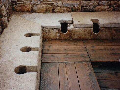 Chuyện đi vệ sinh thời La Mã cổ đại: Nhiều chi tiết thú vị và... cực hãi