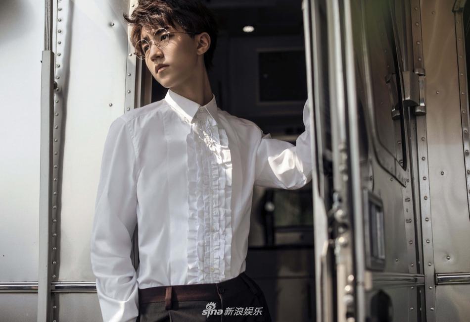 Người hâm mộ tiêu tiền tỷ mừng sinh nhật nam thần hot nhất Trung Quốc Vương Tuấn Khải tròn 18 tuổi-1