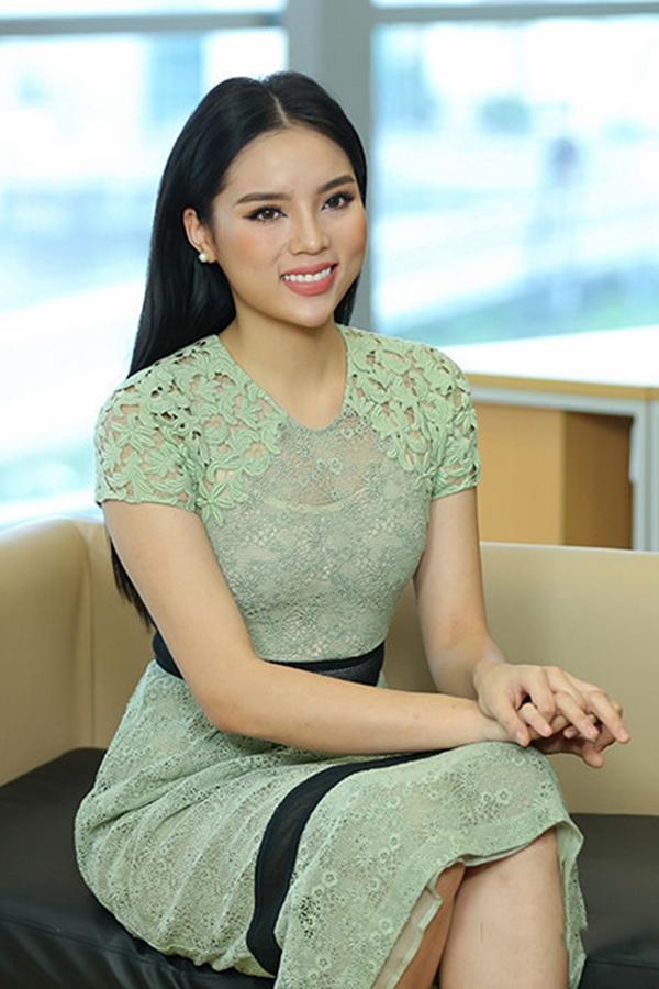 Sao Việt theo mốt môi tều Kylie Jenner: Người đẹp hơn, kẻ thảm họa!-12