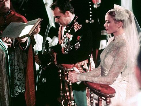 Toàn cảnh đám cưới thế kỷ 'vượt mặt' ngày trọng đại của công nương Kate và hoàng tử William về độ xa hoa