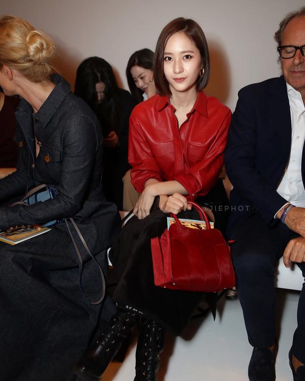 Quá bất ngờ: Krystal đột nhiên cắt phăng mái tóc dài, xuất hiện với tóc bob thời thượng tại Milan Fashion Week-3