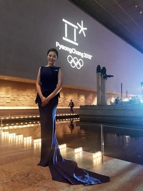 Sao Hàn 23/9: Cô gái rủ T.O.P hút cần sa dát hàng hiệu toàn thân khi tới tòa án-6