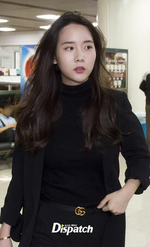 Sao Hàn 23/9: Cô gái rủ T.O.P hút cần sa dát hàng hiệu toàn thân khi tới tòa án-2
