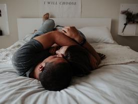 Trong tình yêu, muốn không ai cảm thấy cô đơn thì hãy quan tâm nhau thật nhiều