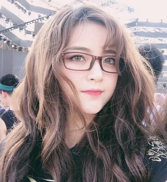 9X xinh như hot girl tại lễ hội nhạc điện tử EDM-2