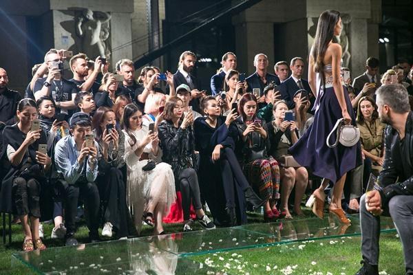 Không cần phô trương, Thanh Hằng chọn thời trang đẳng cấp ở Milan Fashion Week-9
