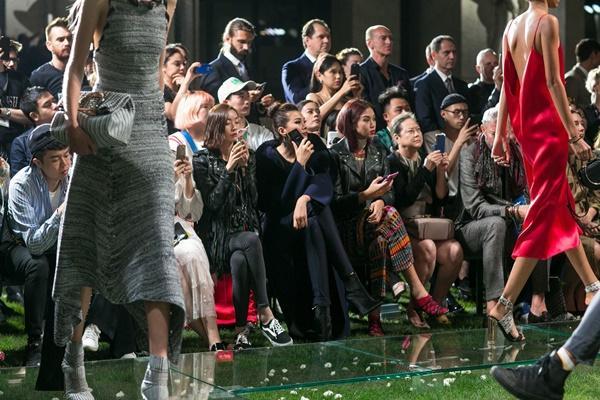 Không cần phô trương, Thanh Hằng chọn thời trang đẳng cấp ở Milan Fashion Week-10