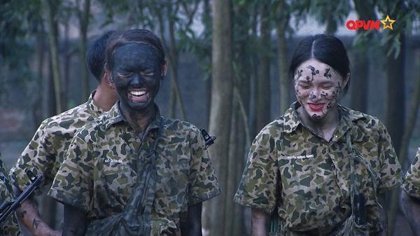 Nghe Hương Giang Idol hô hiệu lệnh trong quân đội, Mai Ngô cười như bị ai thọc lét-8