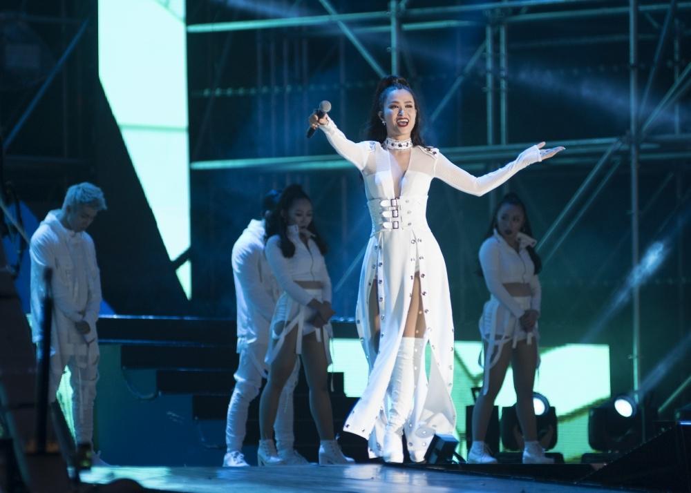 Truyền thông Hàn Quốc không ngớt lời khen ngợi Đông Nhi tại Asia Song Festival-8