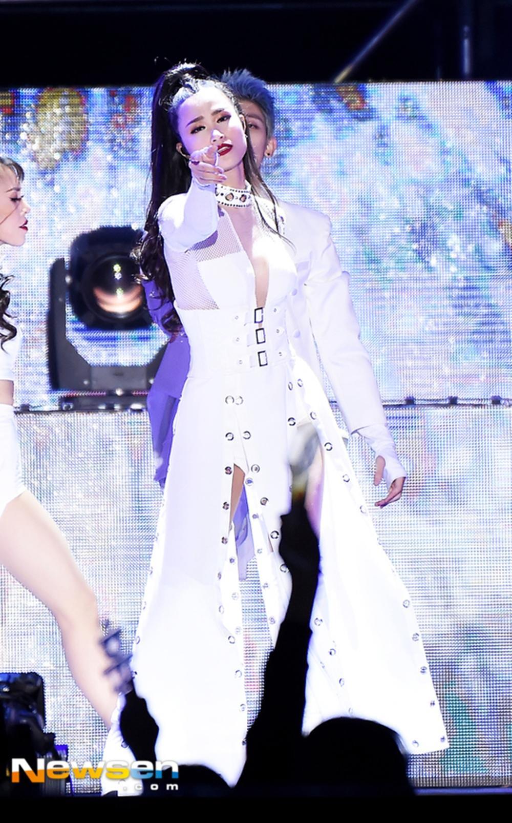 Truyền thông Hàn Quốc không ngớt lời khen ngợi Đông Nhi tại Asia Song Festival-9