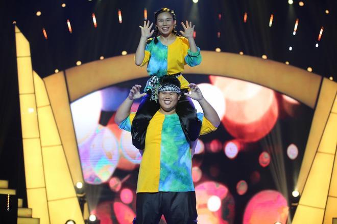 Bước nhảy ngàn cân: Chàng béo xuất thần hóa thân thành nghệ sĩ hài Hồng Vân phiên bản nam-3