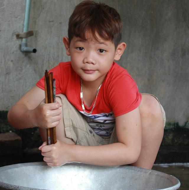 Hai cháu bé mồ côi ở Bắc Giang: Trời mưa, con chỉ lo bố mẹ ở trên trời bị ướt-4