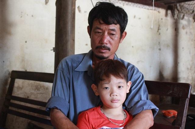 Hai cháu bé mồ côi ở Bắc Giang: Trời mưa, con chỉ lo bố mẹ ở trên trời bị ướt-5