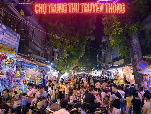 Chợ Trung thu phố cổ đông nghẹt người