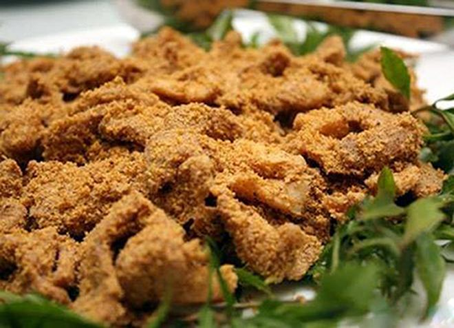 Thịt lợn muối chua là món đặc sản nhậu phổ biến ở Hòa Bình