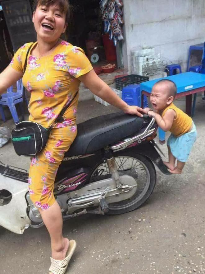 Đứa bé trở thành tâm điểm mạng xã hội đầu tuần vì hành động quá đáng yêu-3