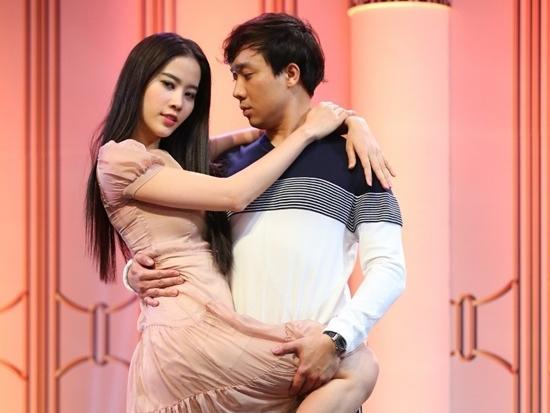 TV Show tuần: Trấn Thành diễn lại cảnh bế Hari với Nam Em
