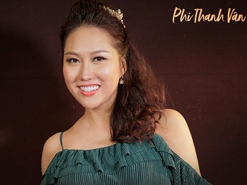 Phi Thanh Vân: 'Tôi từng bị giật quần áo, đuổi ra ngoài đường vì quá xấu'
