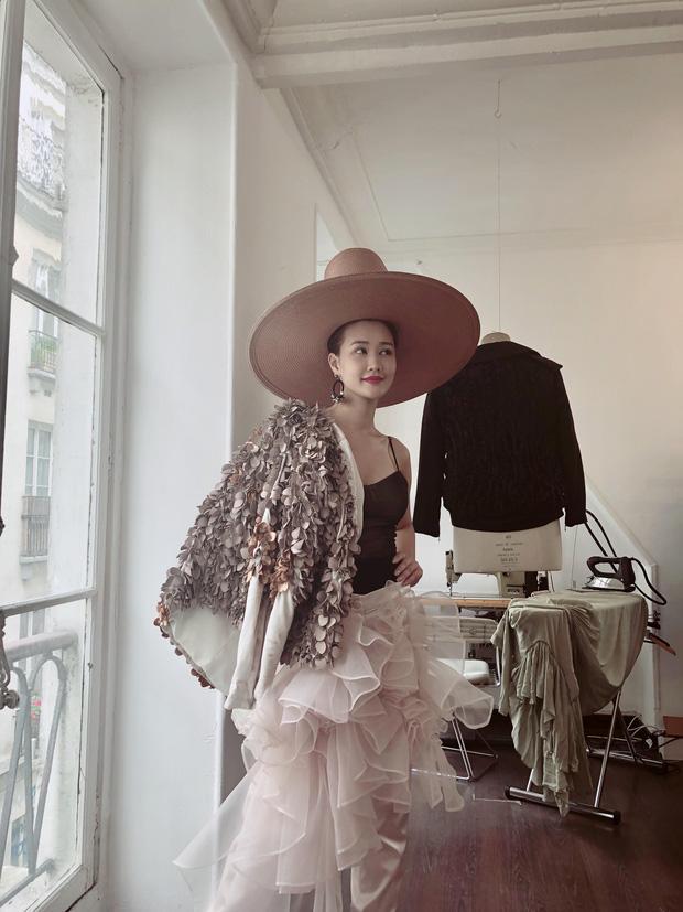 Vừa đấu khẩu chán chê với Tâm Tít xong, Maya quyết định sang ngao du Paris Fashion Week-2