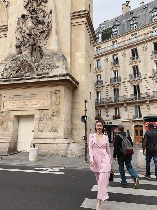 Vừa đấu khẩu chán chê với Tâm Tít xong, Maya quyết định sang ngao du Paris Fashion Week-3