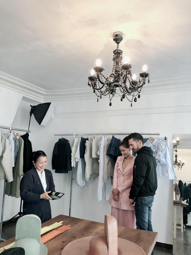 Vừa đấu khẩu chán chê với Tâm Tít xong, Maya quyết định sang ngao du Paris Fashion Week-4