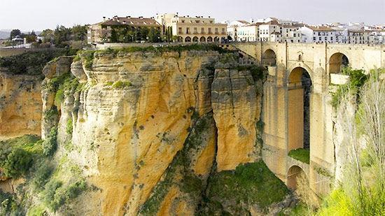 Những khách sạn tuyệt đẹp nằm ở vị trí hiểm hóc nhất thế giới-2