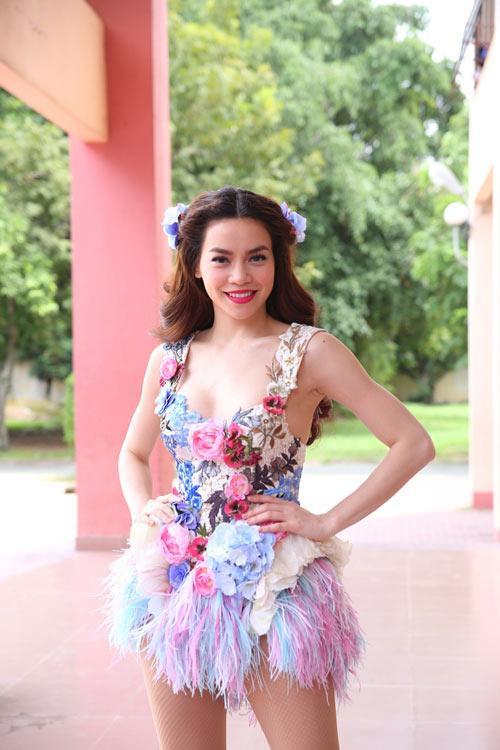 Những bộ váy không muốn nhìn lại lần 2 của Hồ Ngọc Hà, Kỳ Duyên, Angela Phương Trinh-1