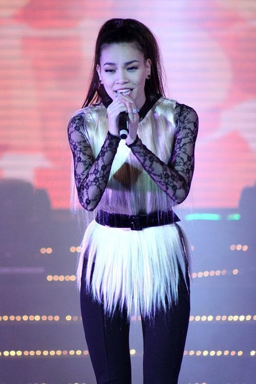 Những bộ váy không muốn nhìn lại lần 2 của Hồ Ngọc Hà, Kỳ Duyên, Angela Phương Trinh-4