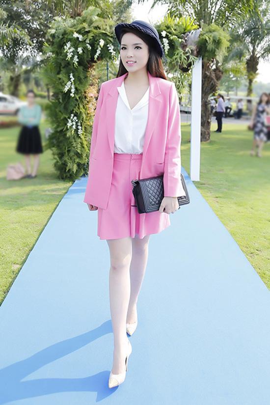 Những bộ váy không muốn nhìn lại lần 2 của Hồ Ngọc Hà, Kỳ Duyên, Angela Phương Trinh-8