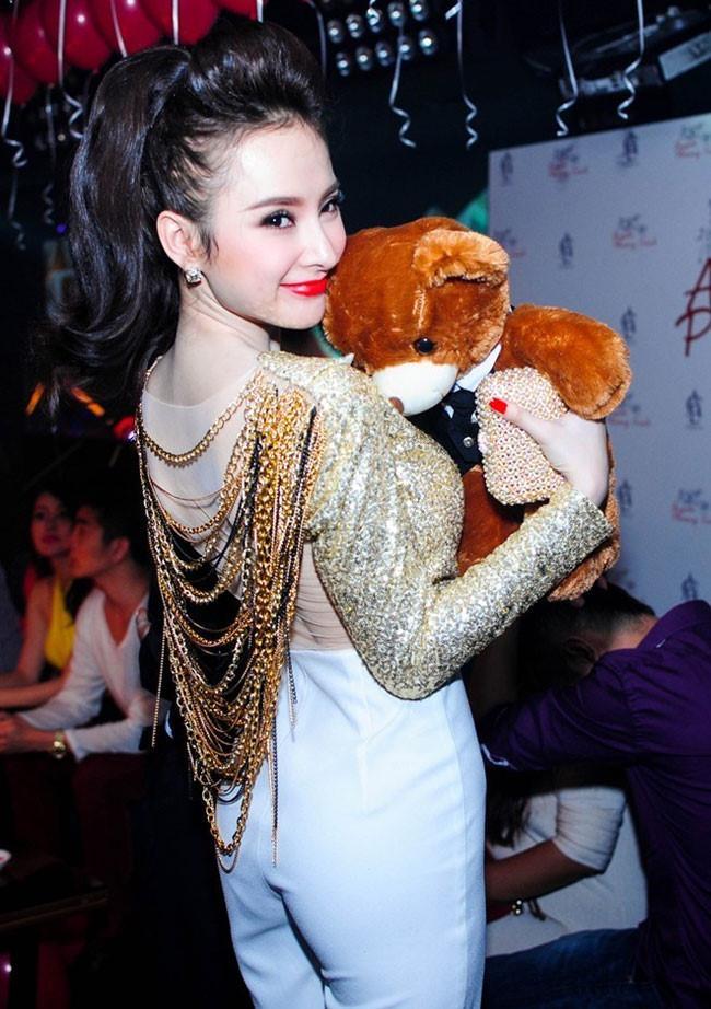 Những bộ váy không muốn nhìn lại lần 2 của Hồ Ngọc Hà, Kỳ Duyên, Angela Phương Trinh-7