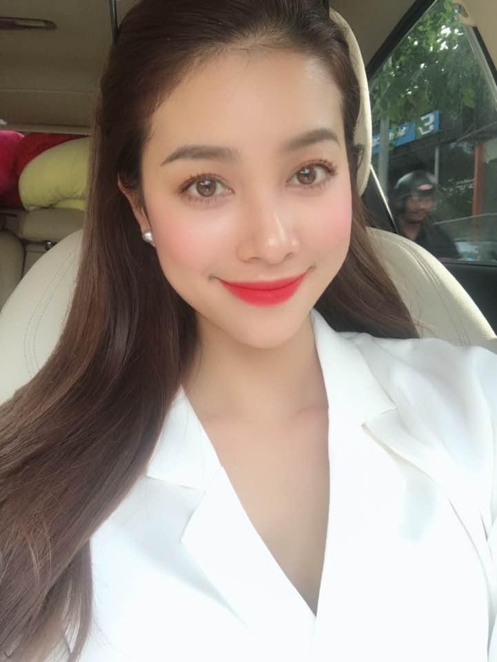 Tin sao Việt 27/9: Quỳnh Thư cần vòng tay của Ngọc Trinh vì cảm xúc đang tụt dốc-11