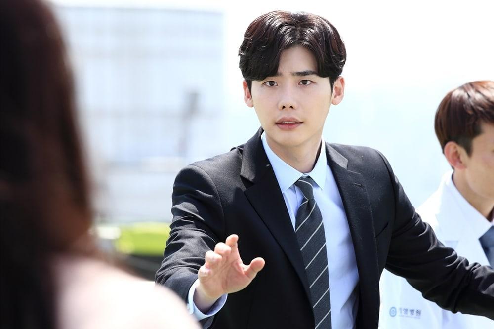Khi nàng say giấc khởi đầu đầy kịch tính: Lee Jong Suk cứu Suzy thoát chết trong gang tấc-10