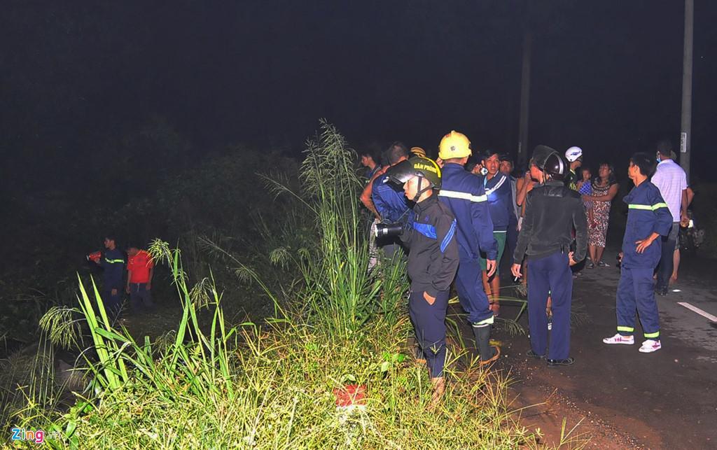 Người dân chui ống cống trong đêm tìm bé trai bị nước cuốn-2