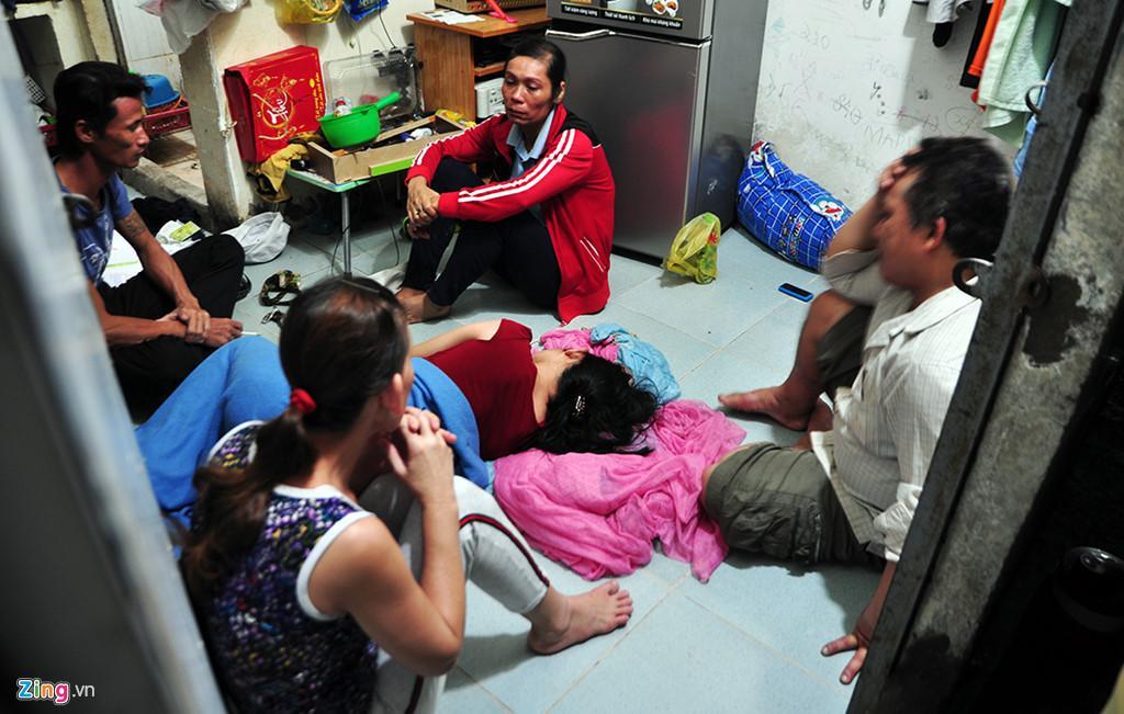Người dân chui ống cống trong đêm tìm bé trai bị nước cuốn-12