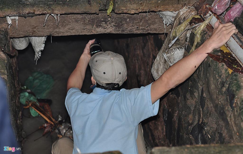 Người dân chui ống cống trong đêm tìm bé trai bị nước cuốn-4