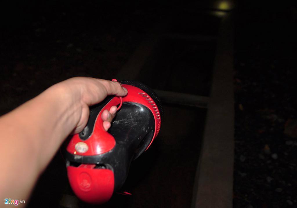 Người dân chui ống cống trong đêm tìm bé trai bị nước cuốn-7